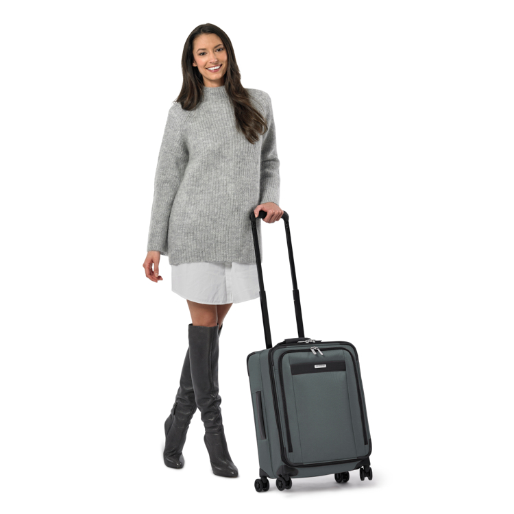 Briggs & Riley Transcend Wide Carry-On Expandable Spinner - stylish and durable travel gift