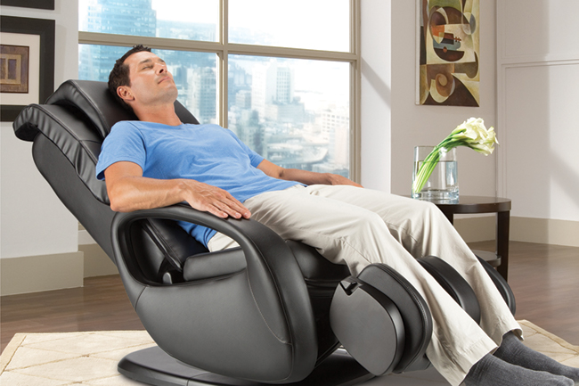 the Wholebody 7.1 employs 3D orbital massage technology and warm air to mimic a warm oil massage
